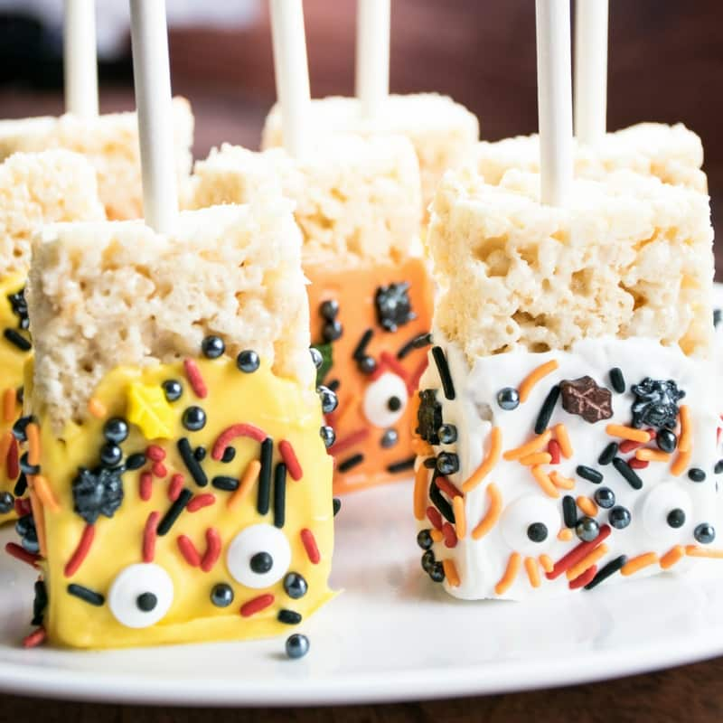 A fantastic Fall recipe to make with your children. Rice Krispie treats dipped in candy melts and topped with your favorite holiday sprinkles. A fun, quick, and easy holiday treat that anyone will enjoy making.
