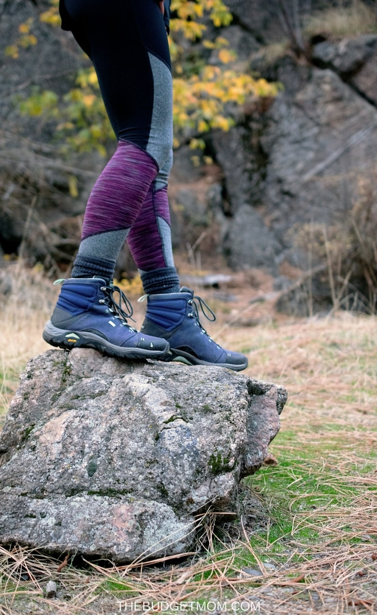 If you are looking for a fitness subscription service that is affordable and convenient, then Ellie is for you! October's box is a hiker's dream! Perfect for Fall adventures!